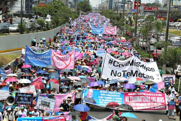 Peru: victoriosa Marcha Familiar en contra de Currícuculum con Ideología de Género: