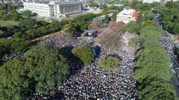 Los argentinos se vuelcan a las calles para manifestarse a favor de la vida